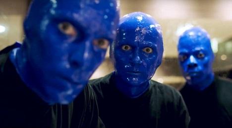 """Ausschnitt aus dem Film von Blue Man Group und Viva con Agua zum """"World Toilet Day"""""""
