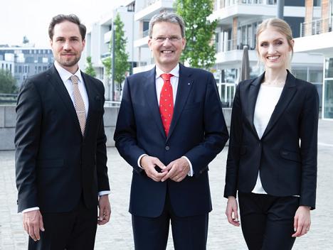 Der bisherige Alleingesellschafter Prof. Dr. Guido Quelle (Mitte) sowier Fabian und Linda Vollberg (Foto: Mandat)