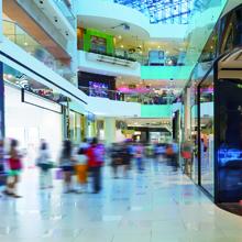 Shopping: Eine gute Beratung wird von Kunden meist auch honoriert, indem sie mehr Geld ausgeben (Foto: Fotolia)